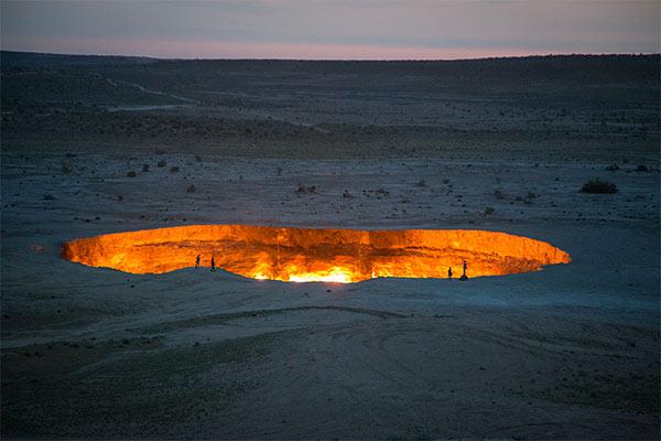 ウズベキスタン国境から地獄の門へ一泊二日