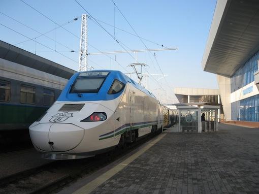 ウズベキスタン国内の列車のご手配